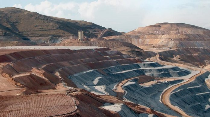 Ernst & Young: Licence to operate, the top risk for mining